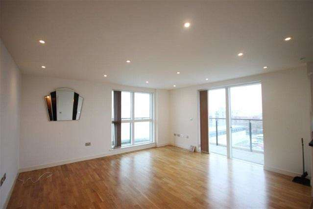 2 Bedrooms Flat for sale in Walbrook Court, 2 Amias Drive