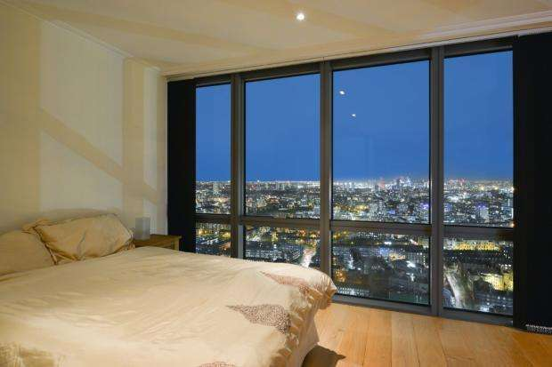 2 Bedrooms Apartment Flat for sale in Hertsmere road, London E14