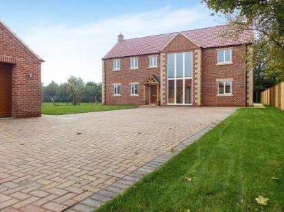 4 Bedrooms Detached House for sale in Chapel Street, Crowland, Peterborough, Lincolnshire