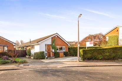 3 Bedrooms Bungalow for sale in Farfield, Penwortham, Preston, Lancashire