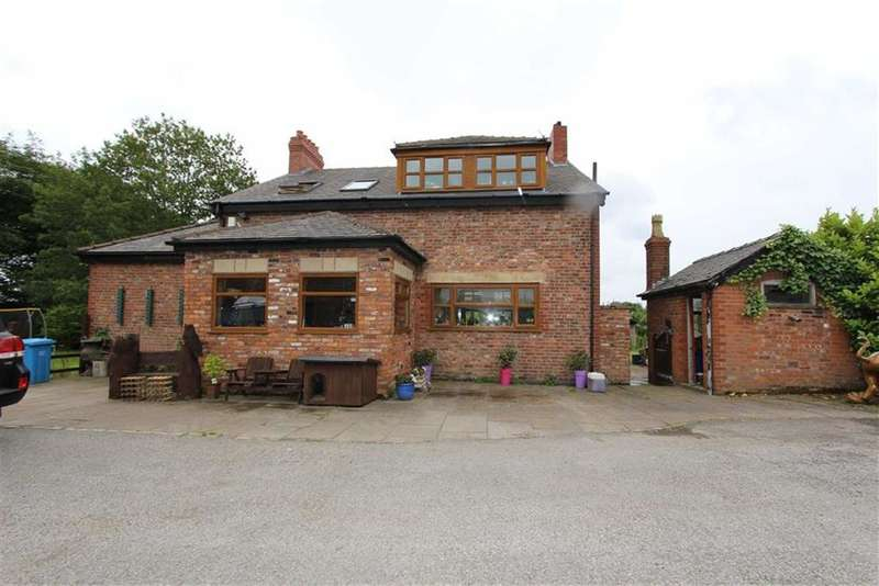 3 Bedrooms Detached House for sale in Moss Farm, Cutnook Lane, Irlam, Manchester