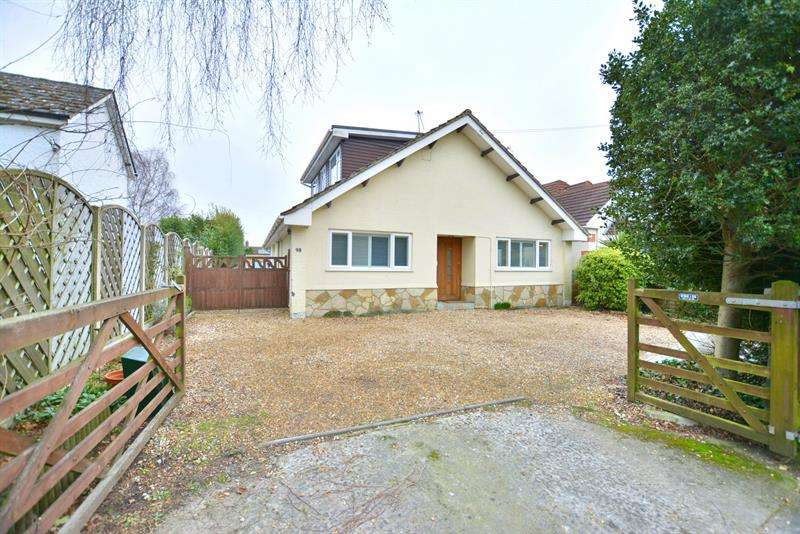 4 Bedrooms Chalet House for sale in Church Road, Ferndown