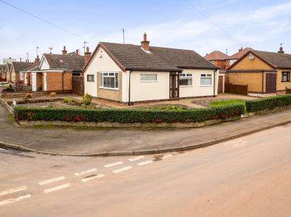 2 Bedrooms Bungalow for sale in Redbourne Drive, Nottingham, Nottinghamshire