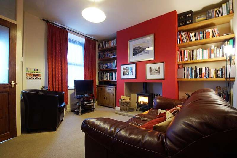 2 Bedrooms Terraced House for sale in Round Hey, Mossley OL5