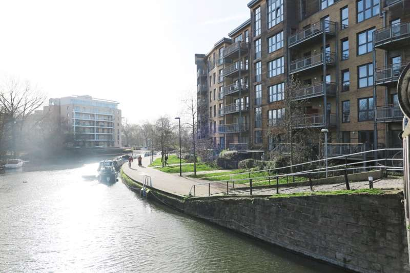 2 Bedrooms Apartment Flat for sale in Harry Zeital Way, Hackney E5