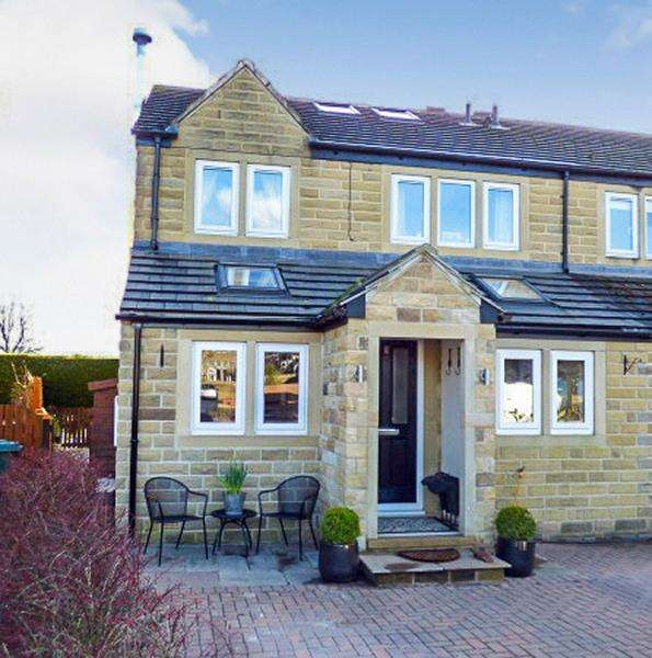 5 Bedrooms Semi Detached House for sale in 9 The Kingfishers, Silsden BD20 0NX