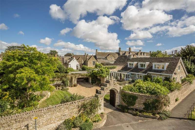 3 Bedrooms Detached House for sale in Close Gardens, Tetbury