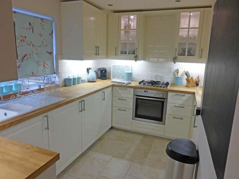 2 Bedrooms Maisonette Flat for sale in Dacre Cresecent, Aveley RM15