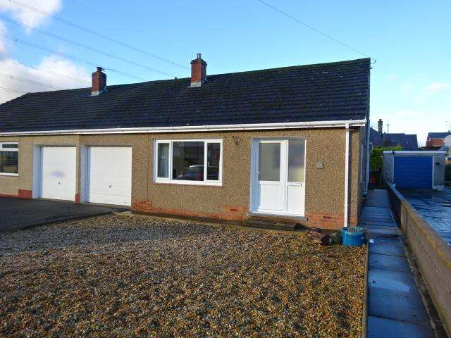 3 Bedrooms Semi Detached Bungalow for sale in FFORDD CYNAN, BANGOR LL57