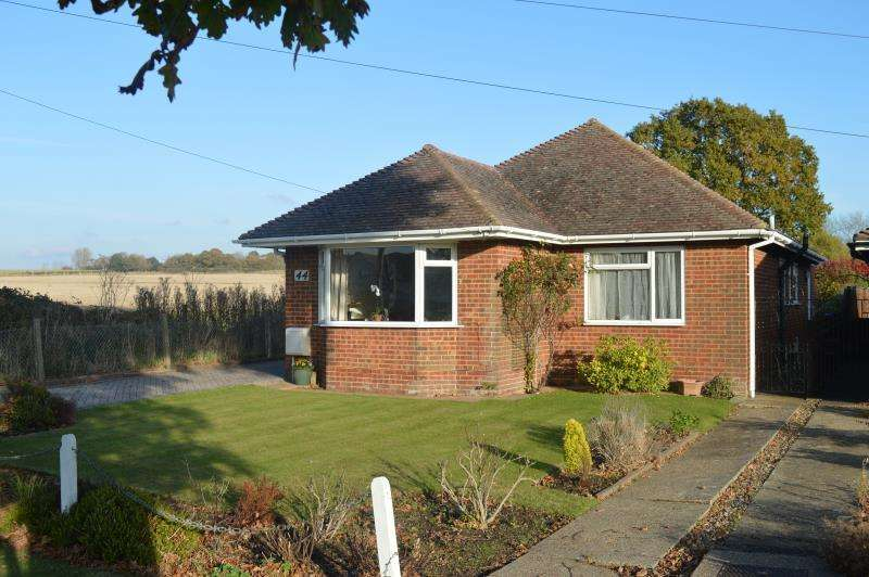 2 Bedrooms Detached House for sale in Ockley Lane, Keymer, Hassocks. BN6