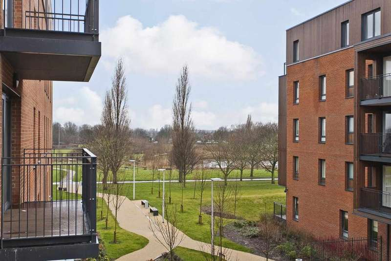 1 Bedroom Flat for sale in Conningham Court, Dowding Drive, London SE9