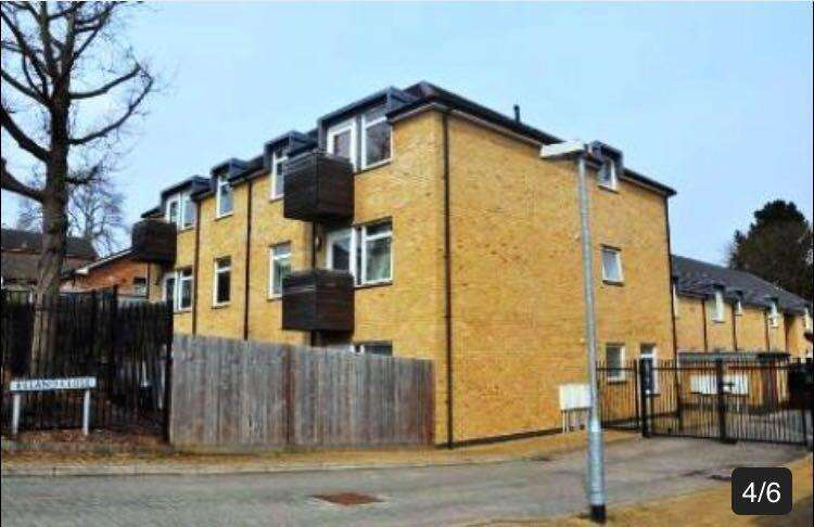 2 Bedrooms Flat for sale in Elland Close, Gaudin Court, New Barnet
