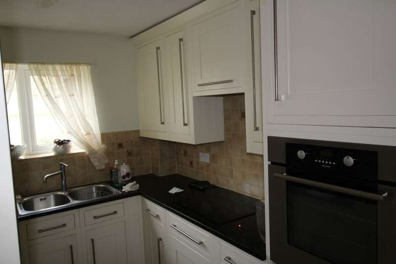 2 Bedrooms Flat for sale in Ruxley Court Swanley Close, Eastbourne, BN23