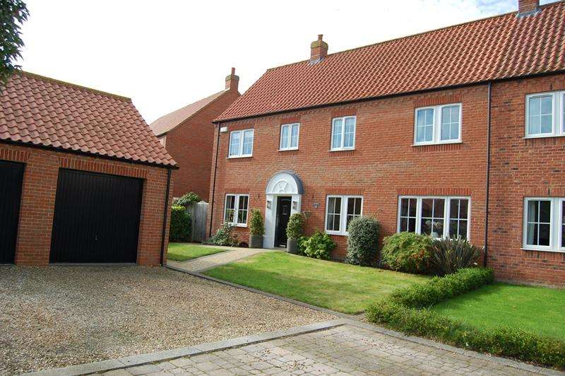 4 Bedrooms Semi Detached House for sale in Golf Course Lane, Waltham DN37
