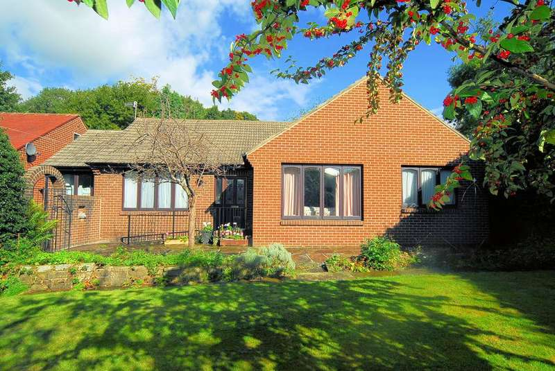 2 Bedrooms Detached Bungalow for sale in Oxford Lane, Siddal, Halifax HX3