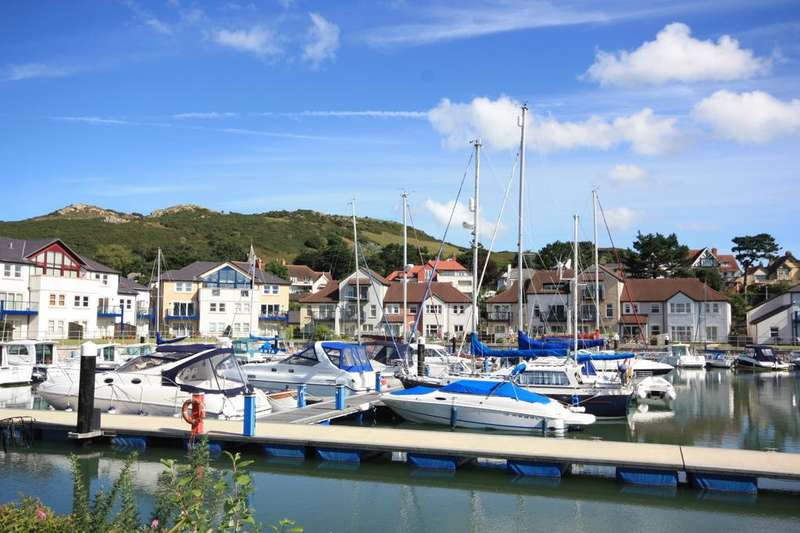 2 Bedrooms Penthouse Flat for sale in Deganwy Quay, Deganwy LL31