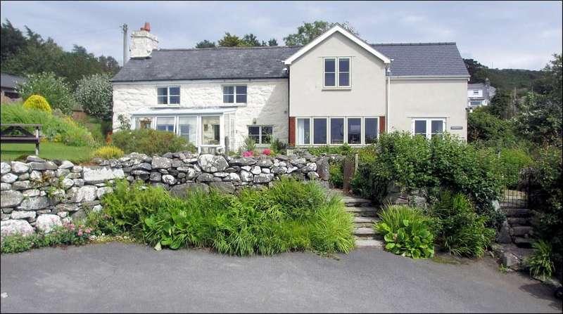 5 Bedrooms Detached House for sale in Llanfair LL46