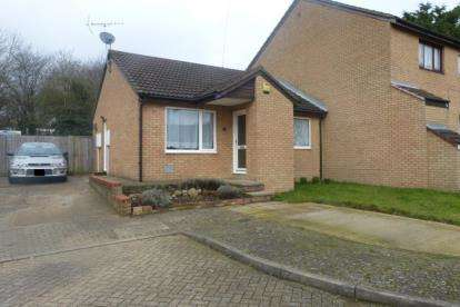 2 Bedrooms Bungalow for sale in Forest Rise, Eaglestone, Milton Keynes