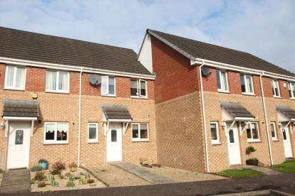 2 Bedrooms Terraced House for sale in Strathcarron Drive, Paisley, Renfrewshire