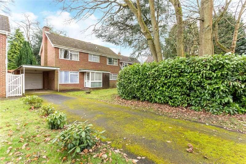 4 Bedrooms Detached House for sale in Dinorben Close, Fleet, GU52