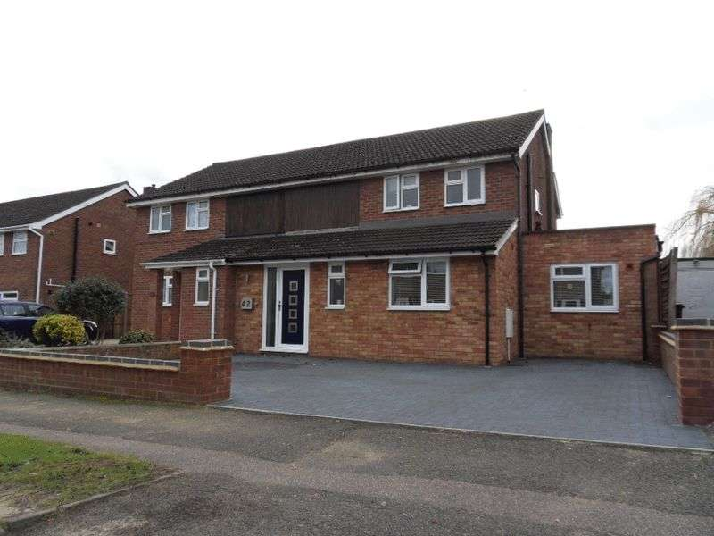 3 Bedrooms Semi Detached House for sale in Pipit Rise, Brickhill