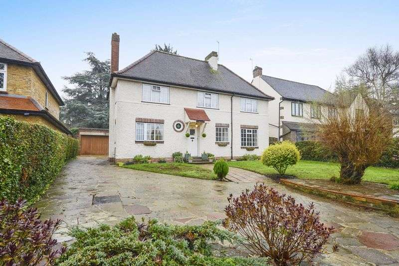 3 Bedrooms Detached House for sale in Nork Way, Banstead