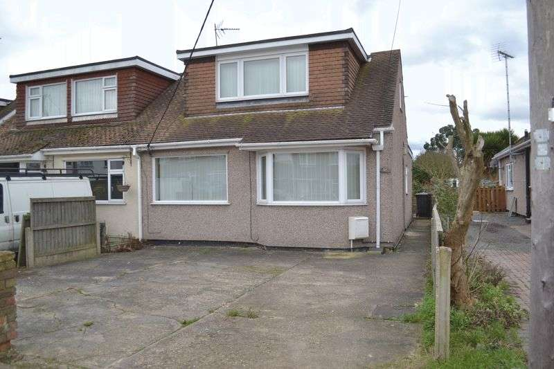 3 Bedrooms Semi Detached House for sale in Somerset Avenue, Rochford