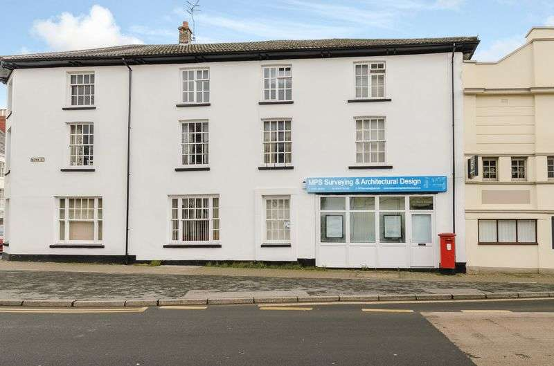 2 Bedrooms Flat for sale in Monk Street, Abergavenny