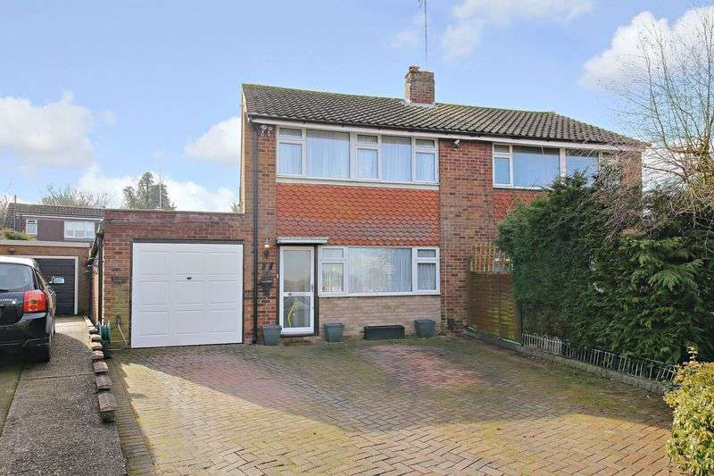 3 Bedrooms Semi Detached House for sale in Robert Close, Potters Bar
