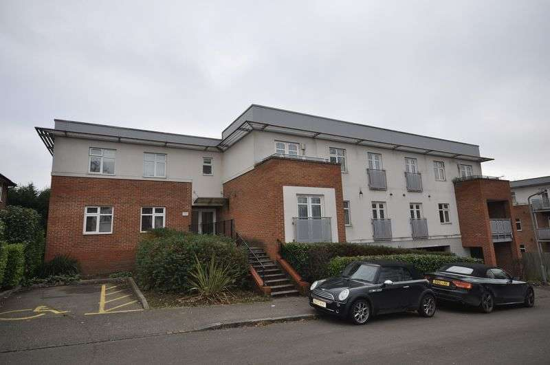 2 Bedrooms Flat for sale in Spring Gardens Road, High Wycombe