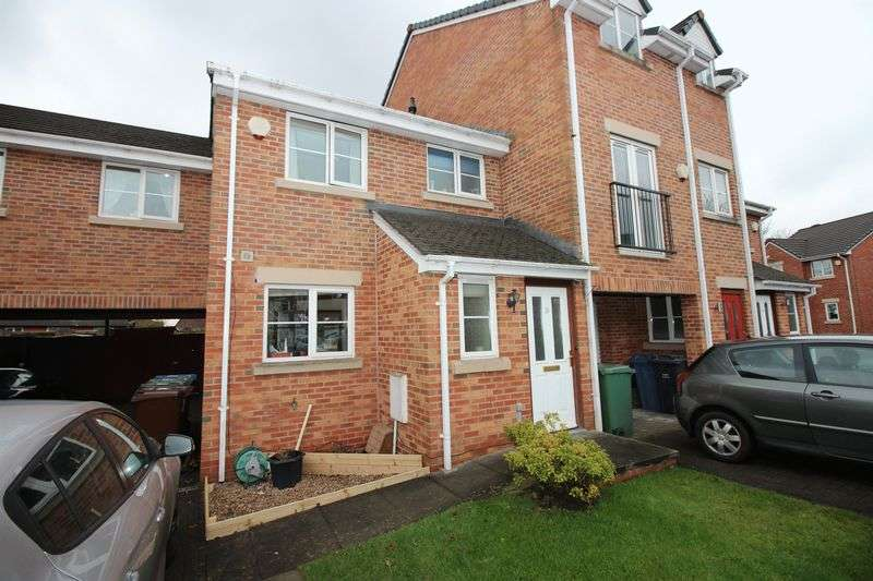 3 Bedrooms Semi Detached House for sale in Hayling Close, Bury BL8