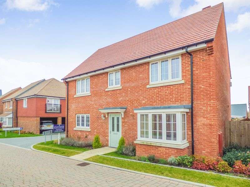 4 Bedrooms Detached House for sale in Song Thrush Drive, Ashford