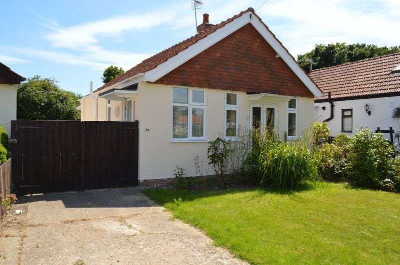 2 Bedrooms Detached Bungalow for sale in North Crescent, Hayling Island.