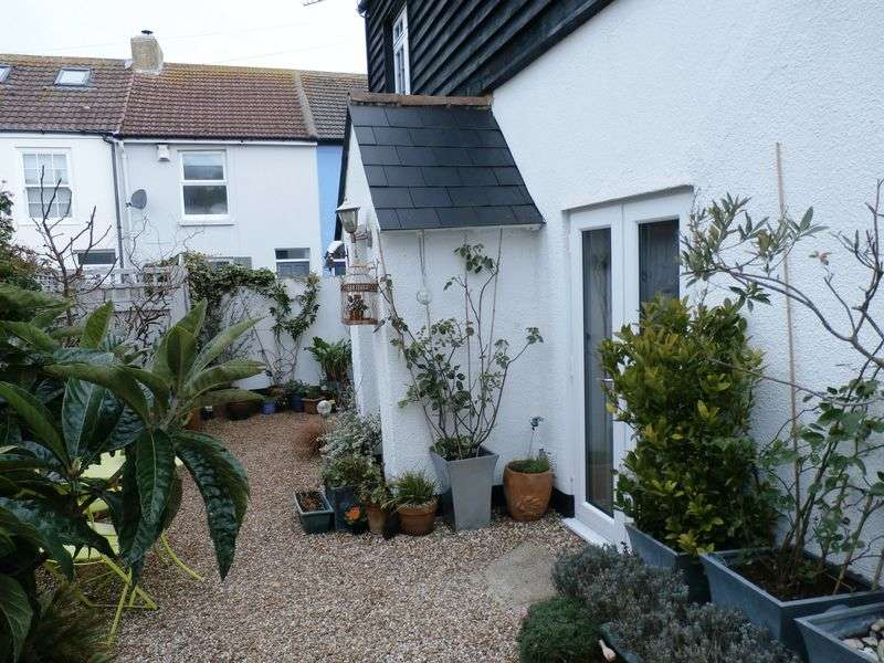 3 Bedrooms Detached House for sale in Campbell Road, Walmer