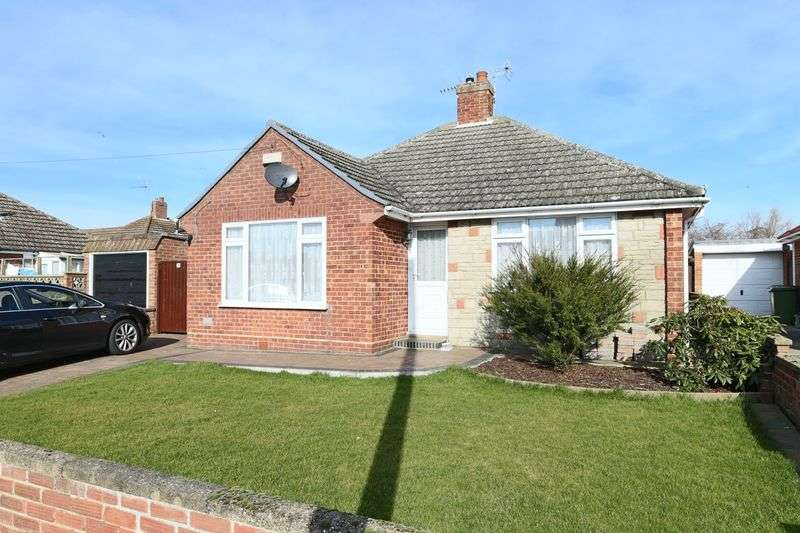 2 Bedrooms Bungalow for sale in Ferndale Avenue, Lowestoft