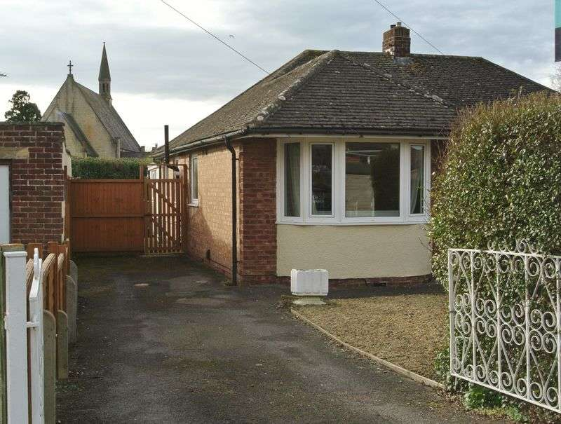 3 Bedrooms Semi Detached Bungalow for sale in Havelock Road, Hucclecote, Gloucester