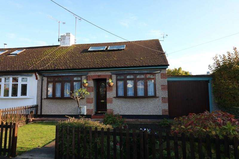 2 Bedrooms Semi Detached Bungalow for sale in North Crescent, Southend-On-Sea