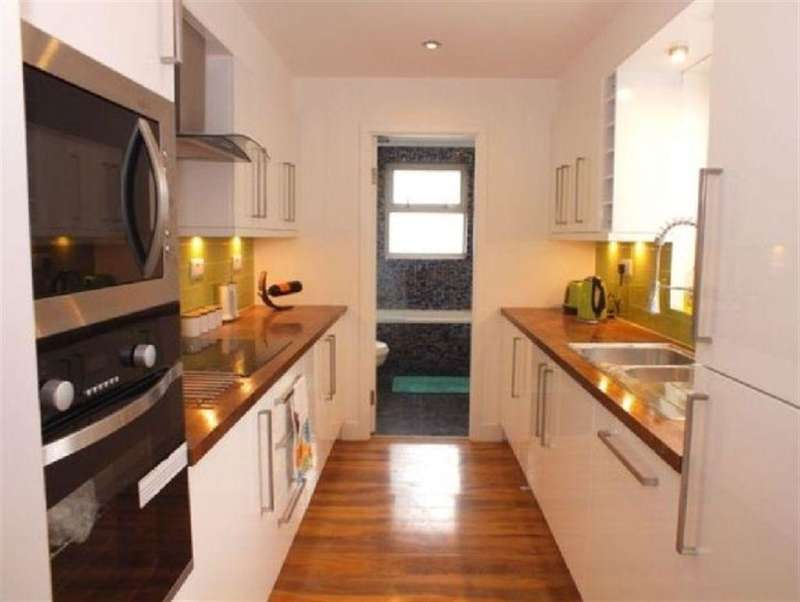 4 Bedrooms House for sale in Goodhall Street, London