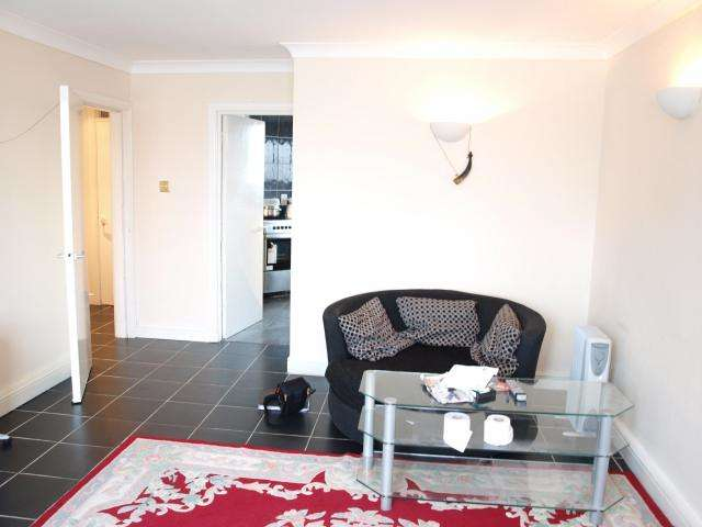 3 Bedrooms Flat for sale in Threecolt Street, London, E14 8HU