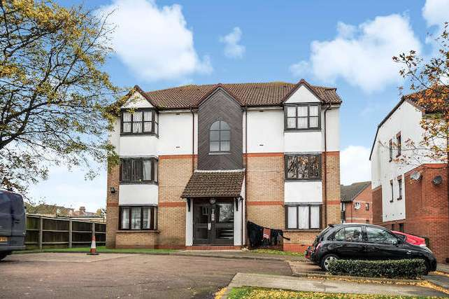 Studio Flat for sale in St Pauls Rise, Palmers Green, London N13