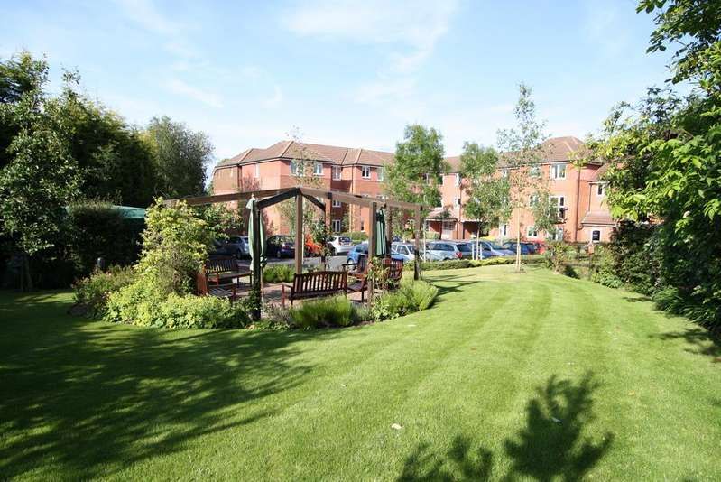 2 Bedrooms Ground Flat for sale in Berryfield Court, Hedge End SO30