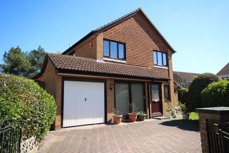 4 Bedrooms Detached House for sale in Mullins Close, Talbot Village, Poole BH12