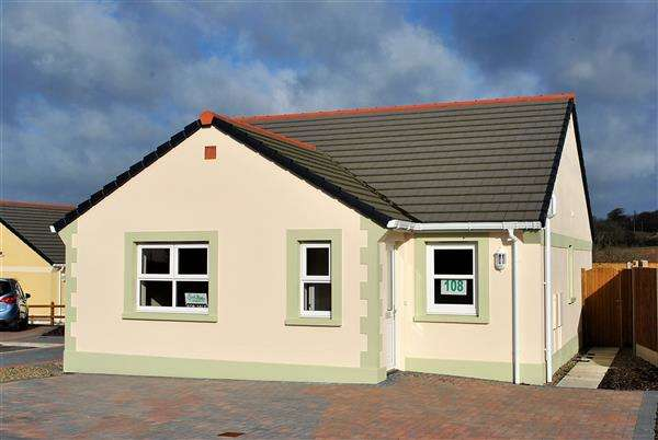 2 Bedrooms Detached Bungalow for sale in 108 Gibbas Way