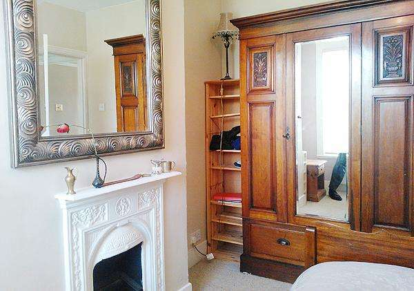 3 Bedrooms Terraced House for sale in Hornfair Road, London SE7