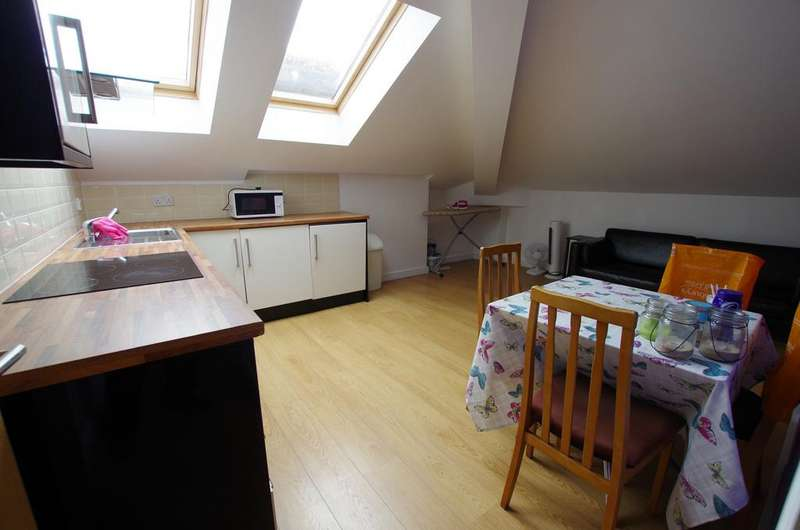 2 Bedrooms Flat for rent in CLAREMONT, BRADFORD, BD7 1BG