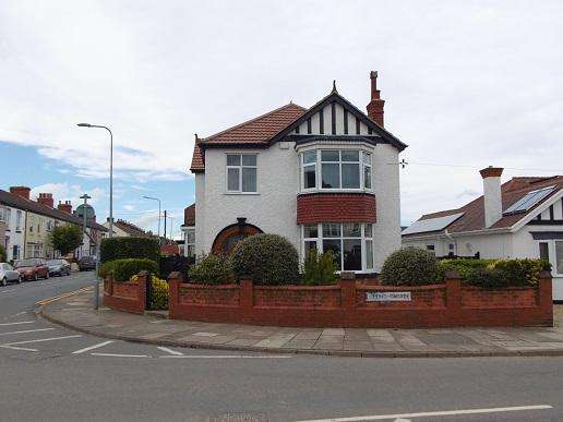 4 Bedrooms Detached House for sale in Queen's Parade, Cleethorpes DN35