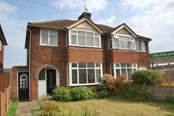 3 Bedrooms Semi Detached House for sale in Bicester Road, AYLESBURY, HP19