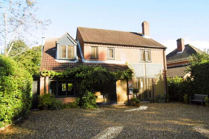 4 Bedrooms Detached House for sale in Aylmerton