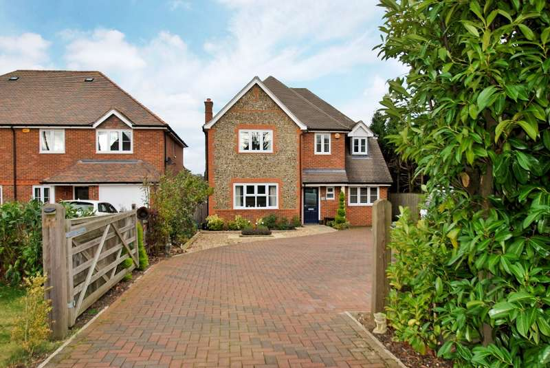 4 Bedrooms Detached House for sale in Berkeley Avenue, Chesham, HP5