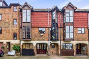 4 Bedrooms Terraced House for sale in Hathaway Court, The Esplanade, Rochester, Kent